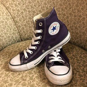 Gently used Converse Chuck Taylors Women's sz 7